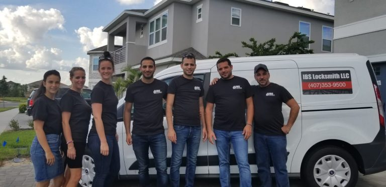 mobile locksmith team